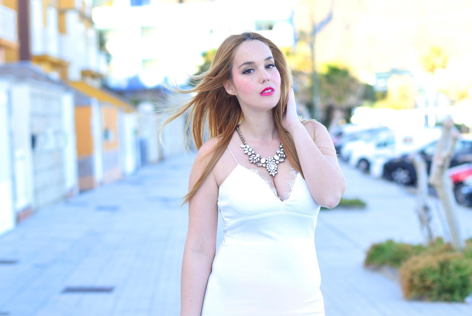 nery hdez, happiness boutique, total white, ax paris, lace dress