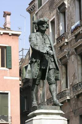 Venice_-_Statue_of_Carlo_Goldoni_01.jpg