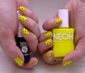 Modelos decoração de unhas amarelo neon