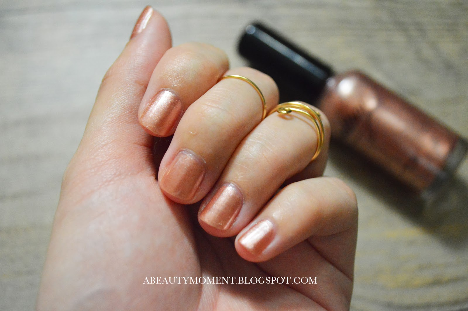 A Beauty Moment: Nailtini Nail Lacquer in Champagne