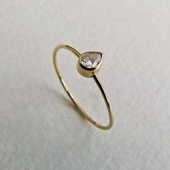 anillo piedra forma de gota