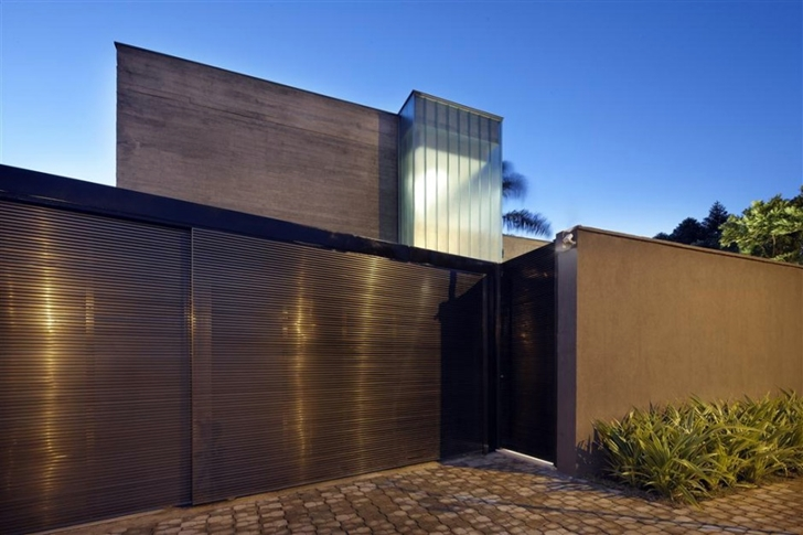 Front gate in modern home by Anastasia Architects