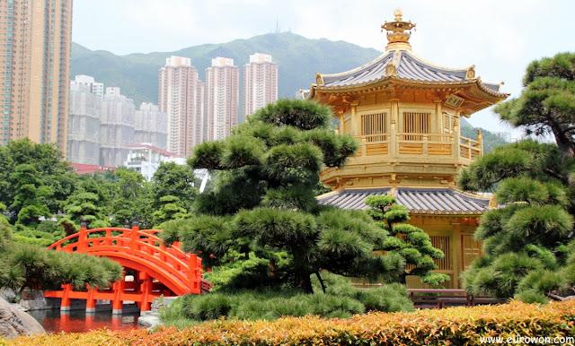 El precioso pabellón dorado de los jardines de Nan Lian en Hong Kong