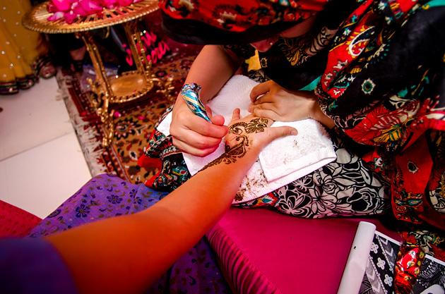Ritual Mendhi. Tatuajes de hena a la novia