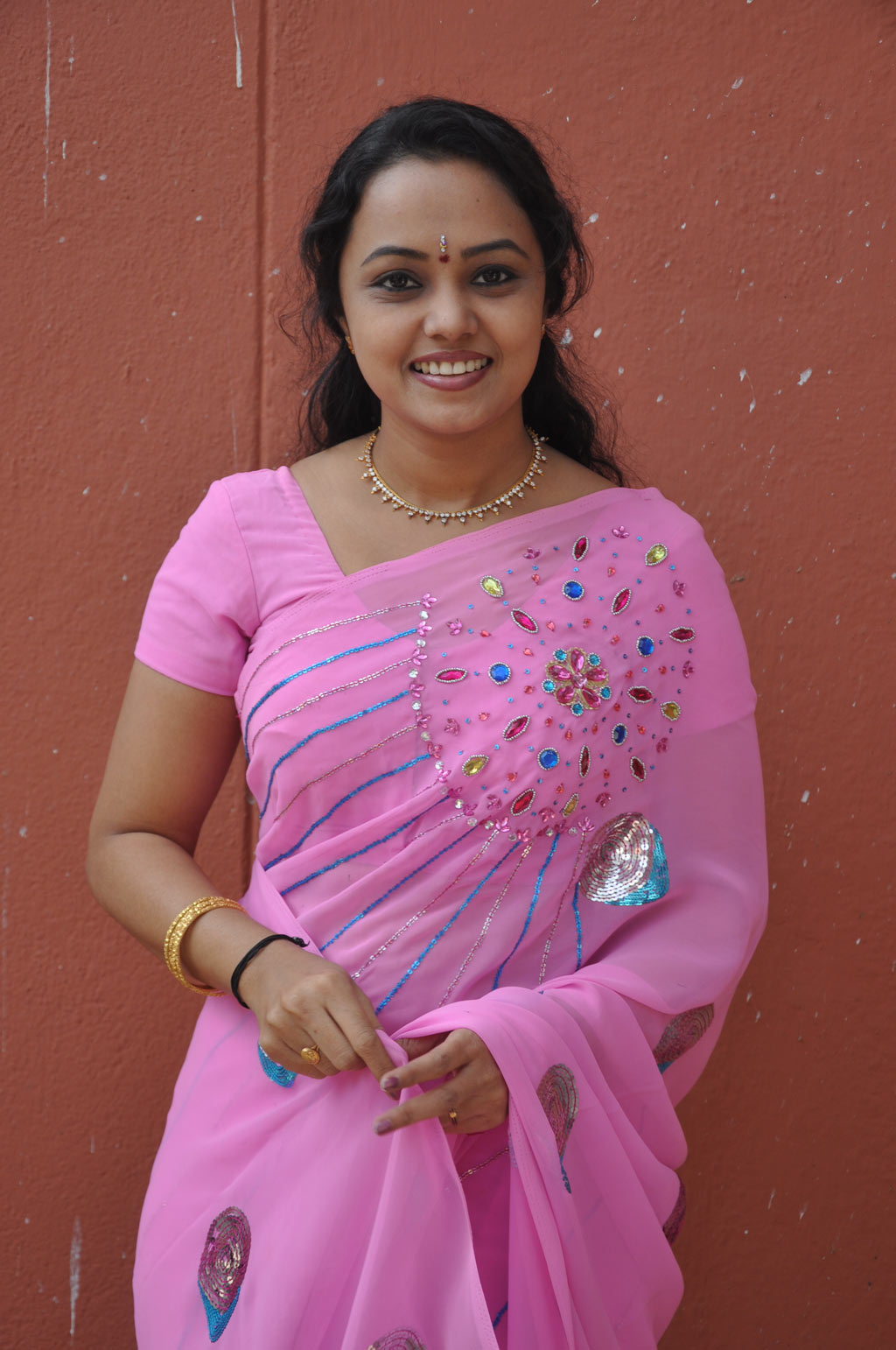 Tv Actress Lavanya Hot In Rose Saree Photos One Cine Gallery