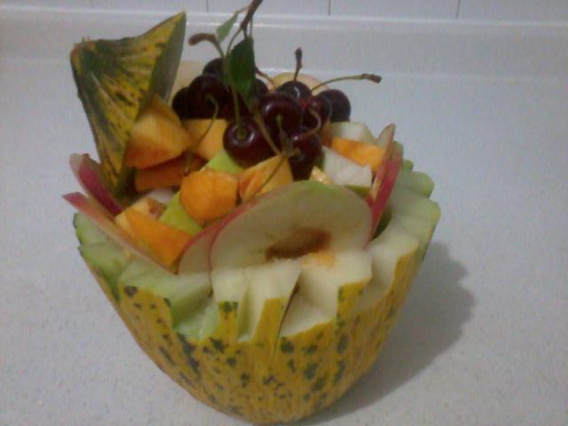 meyve salatası sunumu
