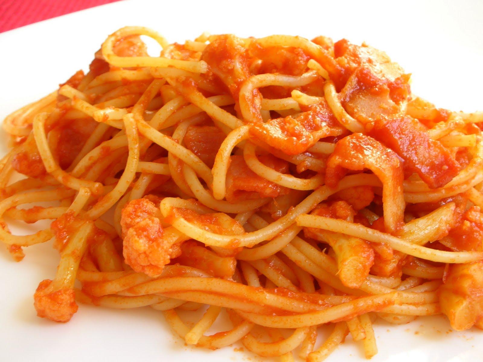 Spaghetti with cauliflower and bacon