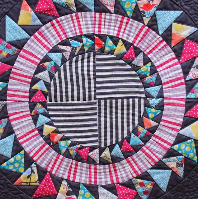 centre of Gardenvale Mini Quilt