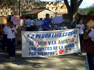 Desfile en honor al Día del Amor y la Amistad