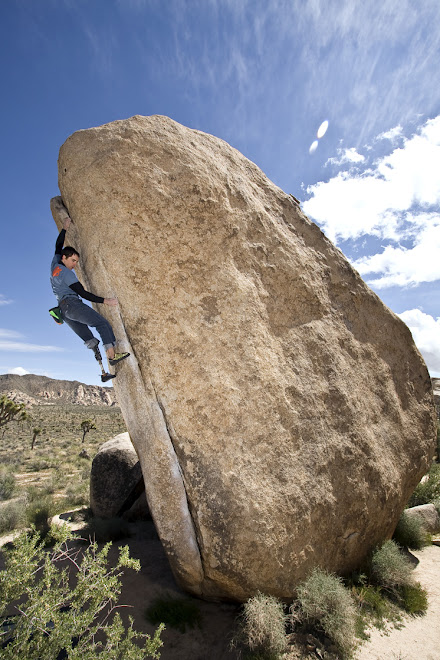 Bouldering in Joshua Tree