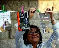 http://www.lavozdegalicia.es/noticia/ocioycultura/2013/11/22/fina-casalderrey-os-pequenos-lectores-mais-novos-ca-nos-non-listos/0003_201311G22P52993.htm