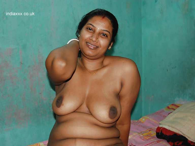 Indian Sexy Girl Showing Boobs indianudesi.com