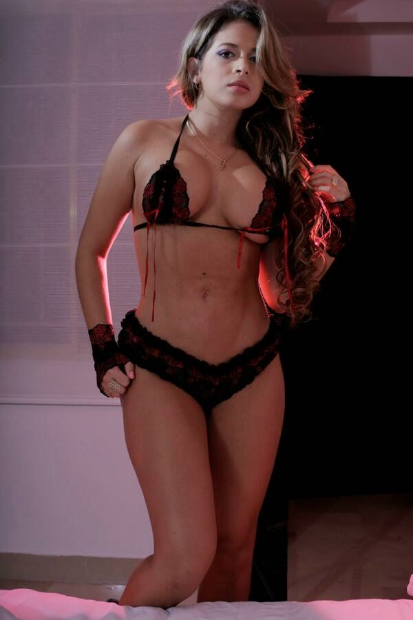Yisela Avendaño : la sexy playmate colombiana con cuerpo de infarto que nos volverá locos.. , chicas sexys 1x2