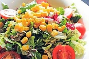 Nar ekşili, mısırlı yeşil salata tarifi