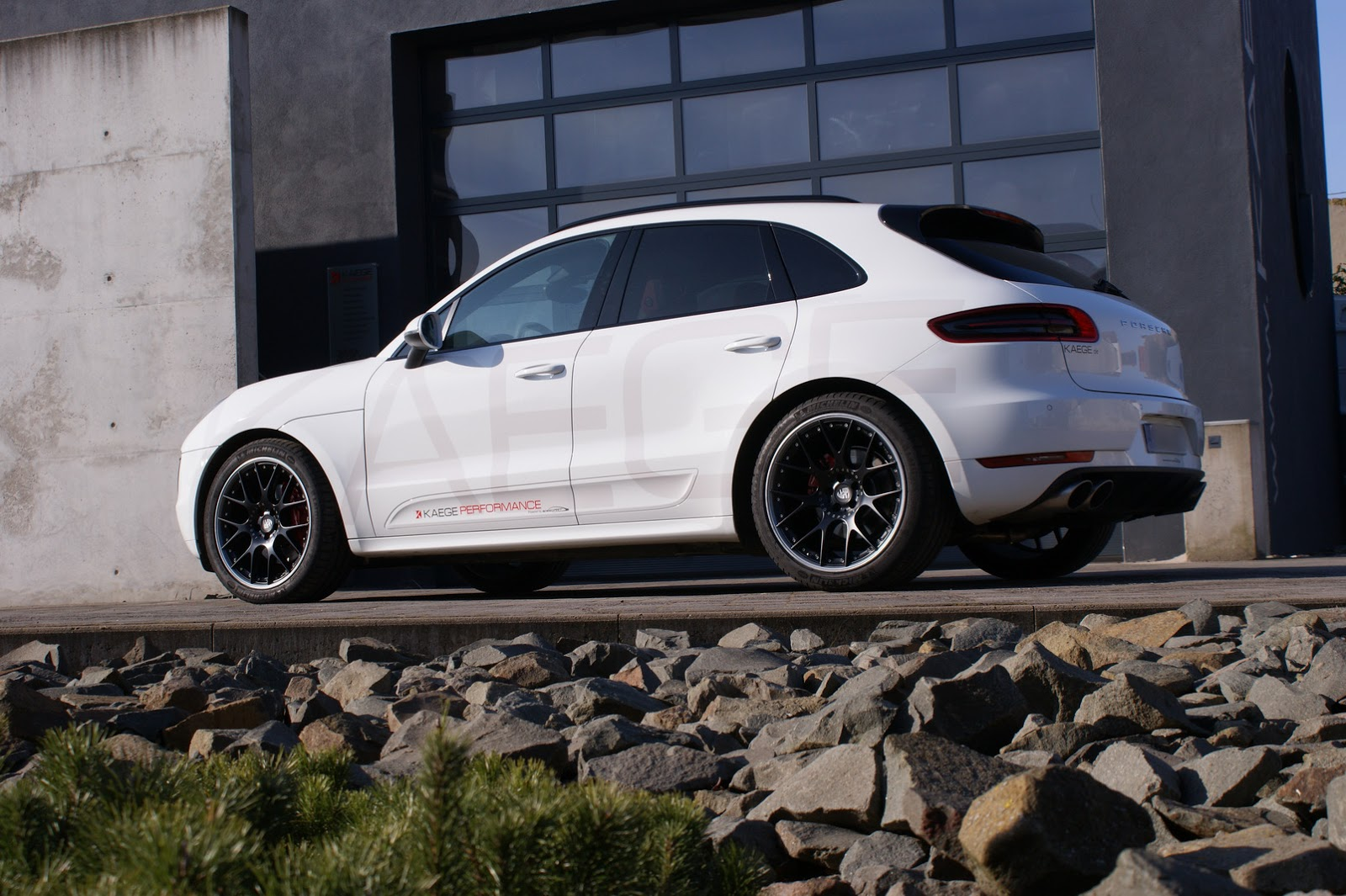 kaege gives porsche macan s diesel fake v8 sounds w video carscoops. Black Bedroom Furniture Sets. Home Design Ideas