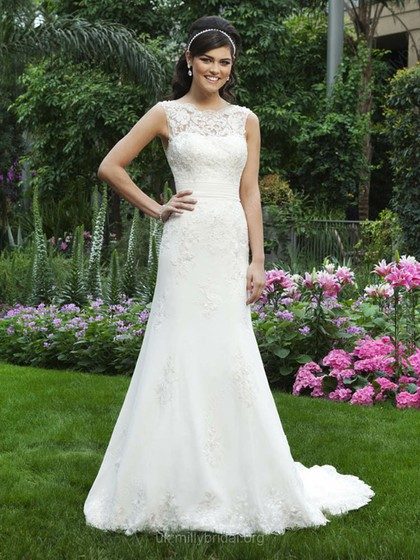 Sheath/Column Bateau Chiffon Court Train Appliques Wedding Dresses