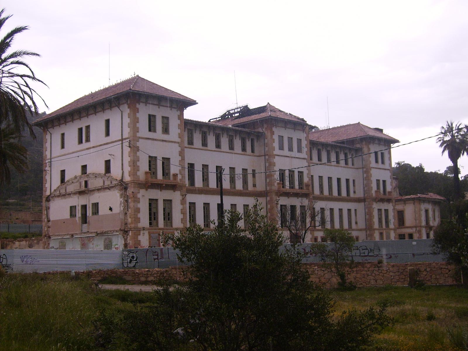 L 39 ospedale abbandonato in aigues il conte rovescio for Miglior piano casa del ranch di sempre