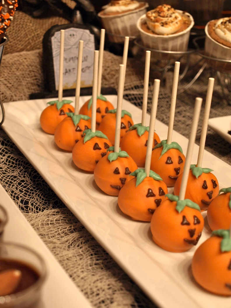 A party style halloween dessert table for Halloween desserts recipes with pictures