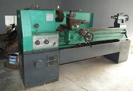 Vende-se um torno mecânico seminovo, marca Nardini, Comendador-ll com pouco tempo de uso.