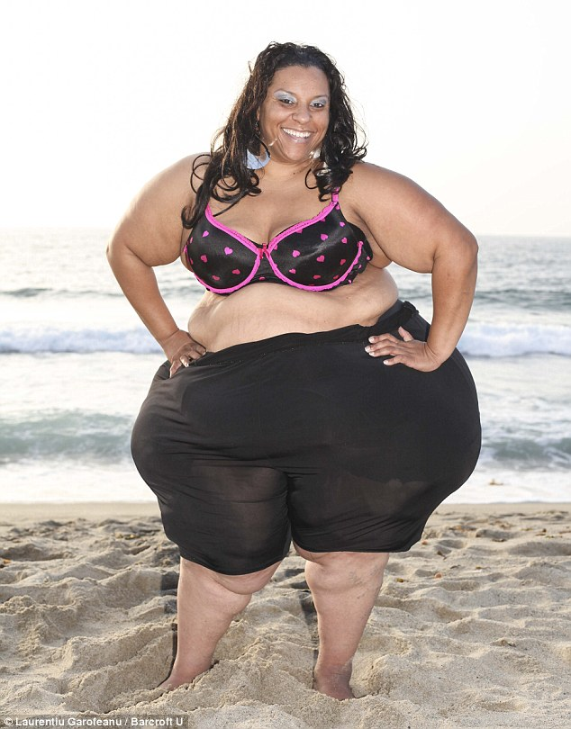 Meet 420lb Woman Mikel Ruffinelli with Widest hips in the world 8ft in