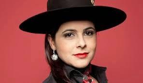 Shana Muller canta tema de Felipe em Sete Vidas