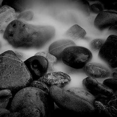 iPad Black Pebbles Wallpaper 1024x1024