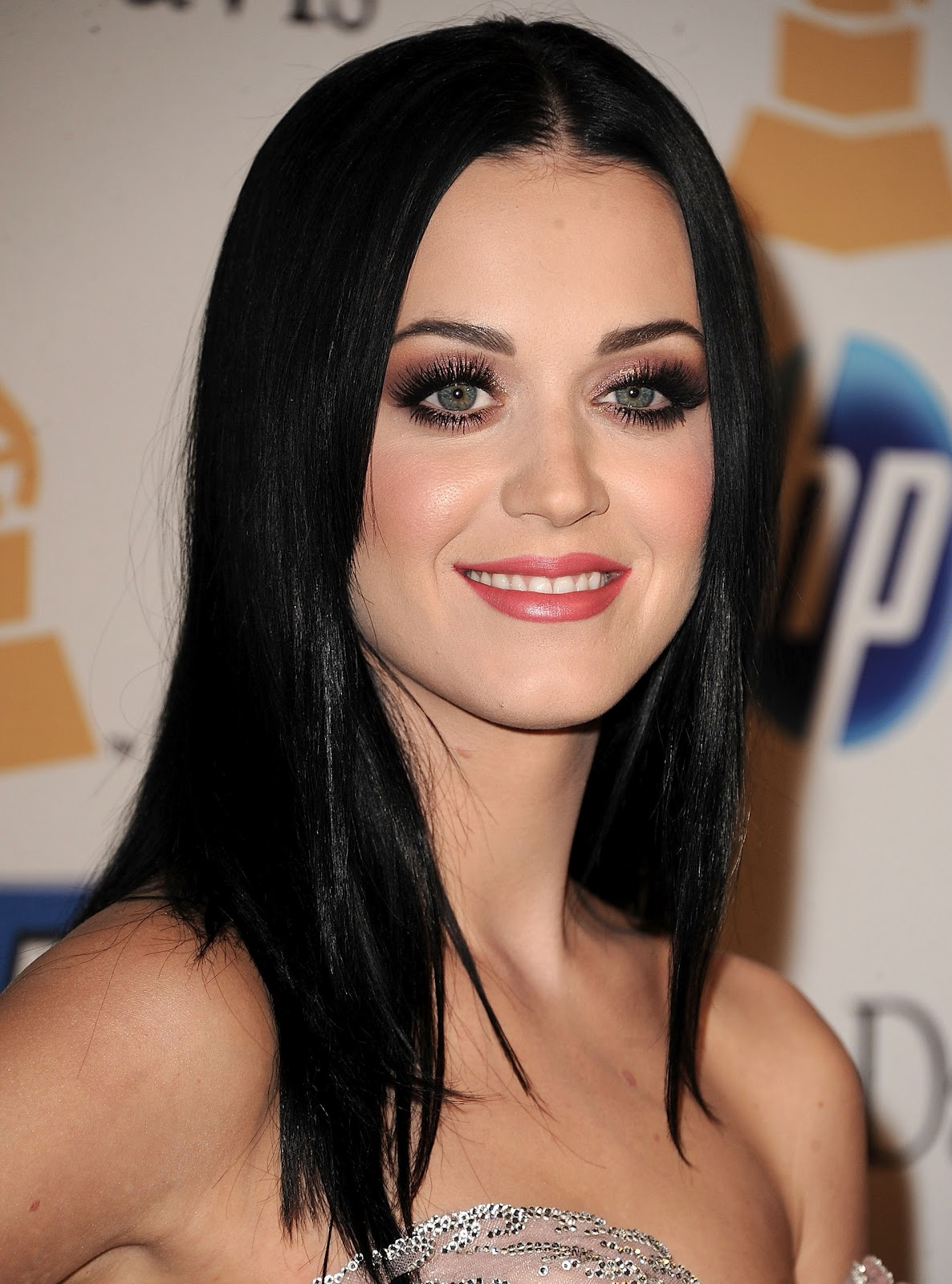 http://3.bp.blogspot.com/-YKI9CJfQMpY/T-yiVwcarkI/AAAAAAAAEFU/V3Rc2KQKDNc/s1600/Katy-Perry-2011-Pre-Grammy-Gala-and-Salute-To-Industry-Icons-katy-perry-19631360-1897-2560.jpg