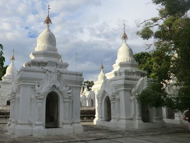Avventure nel Mondo - Dolce Burma - pagoda Kutodaw - Mandalay