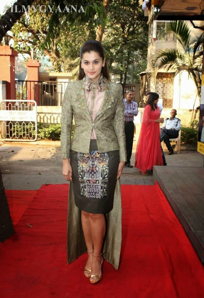 taapsee pannu spicy legs pics