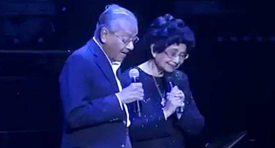 Apabila Tun Mahathir menyanyi duet dengan Tun Siti Hasmah