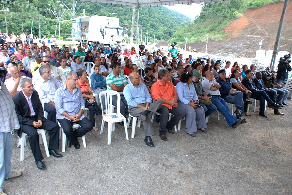 O episódio reuniu autoridades estaduais, secretários municipais, vereadores, empresários, imprensa e um grande número de famílias do campo.