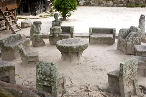 Hasil gambar untuk batu kursi parsidangan siallagan