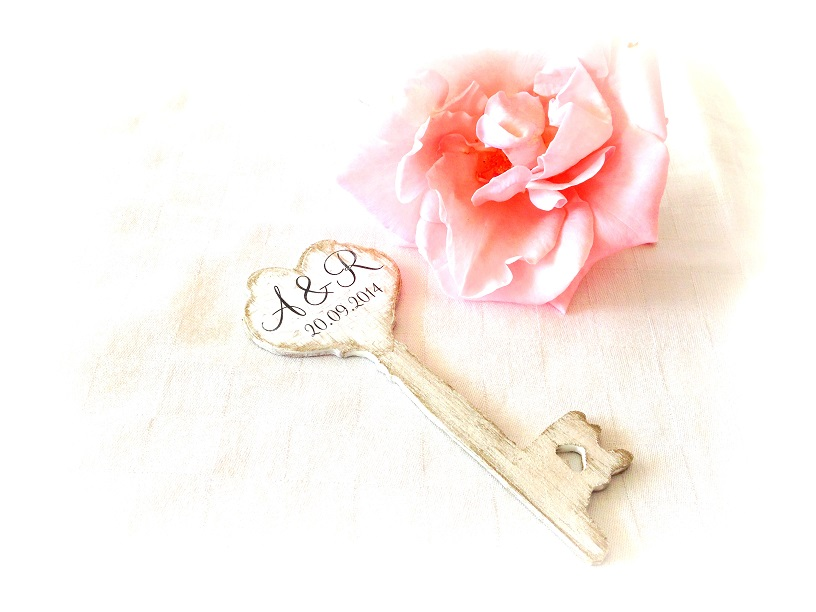 http://le-cose-animate.blogspot.ro/2014/07/wedding-key-favors-marturii.html