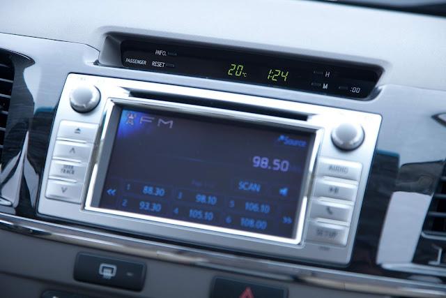 Toyota Hilux e SW4 2012 - tela sensível ao toque com GPS integrado