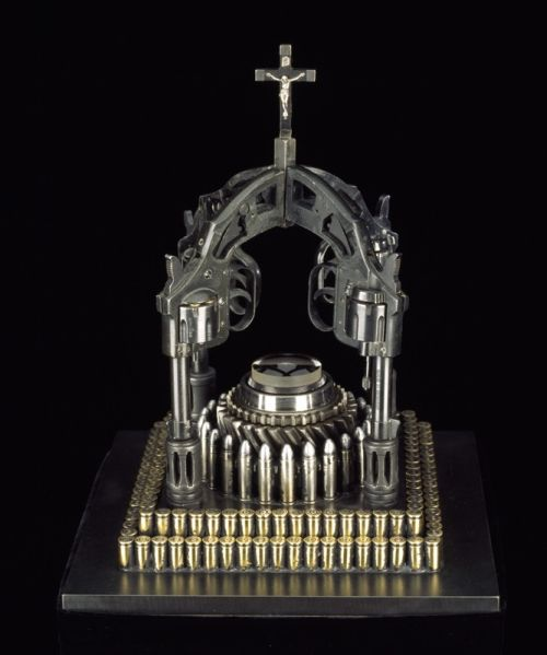 al farrow esculturas relicários templos religiosos símbolos armas munição Relicário católico