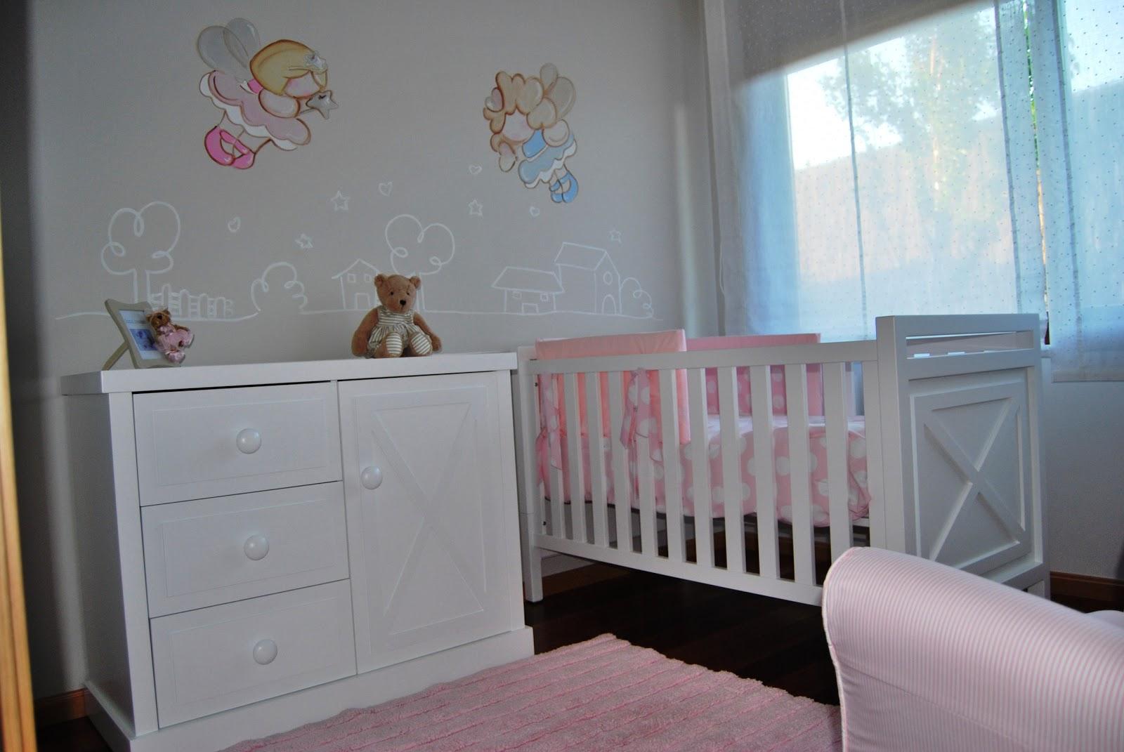 deco chambre b b une fresque combin e avec sticker dans un bois deux f es le berceau et la. Black Bedroom Furniture Sets. Home Design Ideas