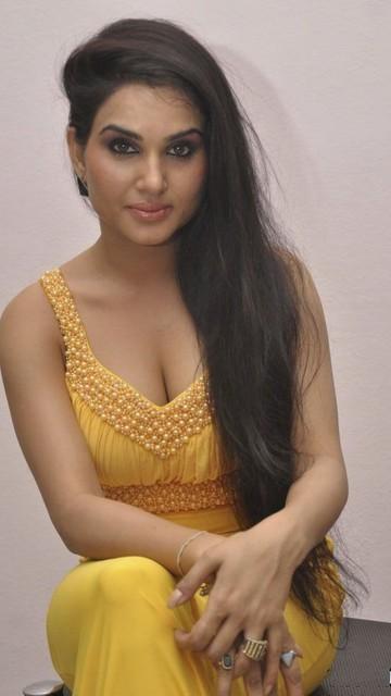 Kavya Singh Latest Sexy Wallpapers
