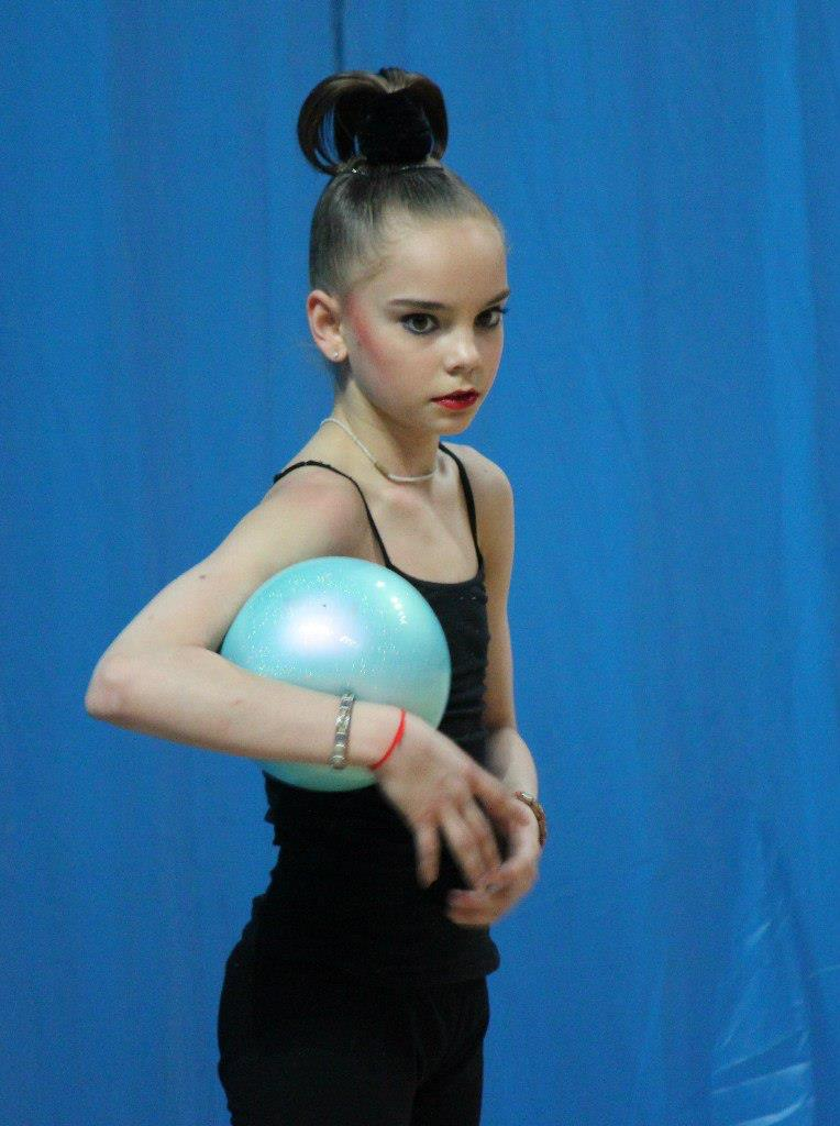 averina twins fan blog  how can i differentiate dina and