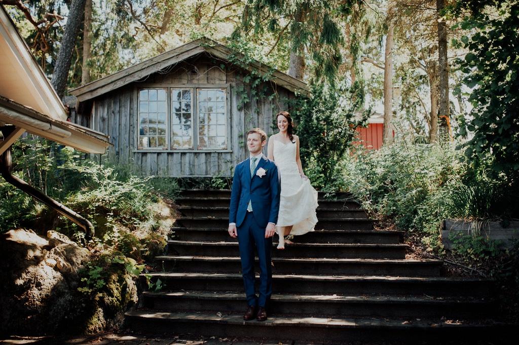 Bruden är på väg för att träffa brudgummen för fotografering