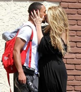 Kirstie Alley Kiss