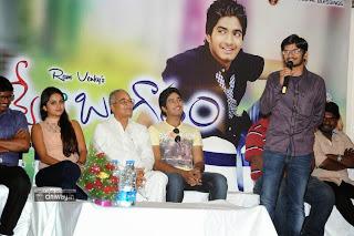 Nuvve-Naa-Bangaram-First-Look-Launch-Photos