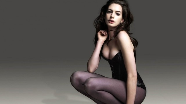 Anne Hathaway : Top 10  Hottest Hollywood Actresses