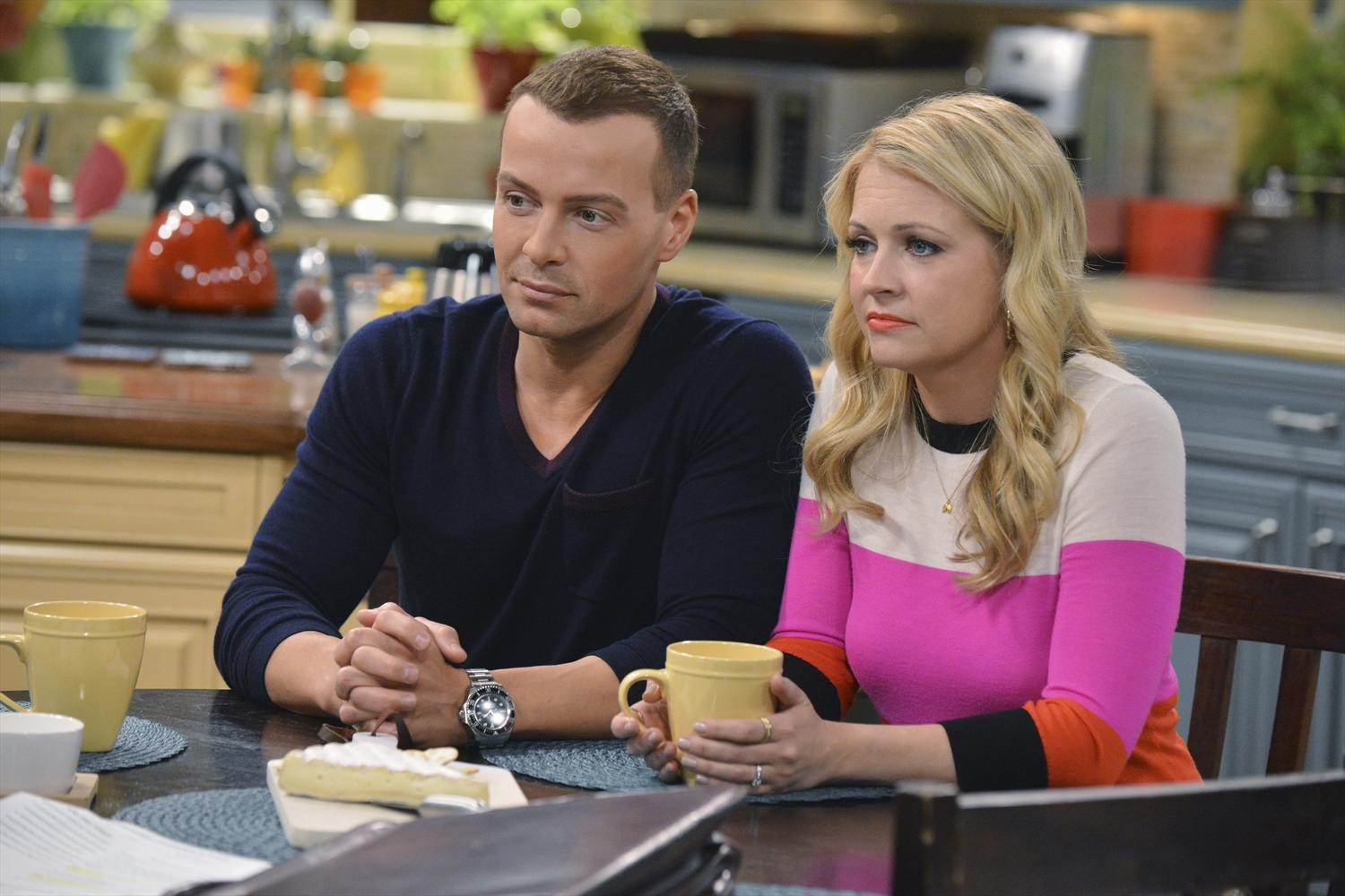 Melissa and Joey - Episode 3.33 - Don't Look Back in Anger - Promotional Photos