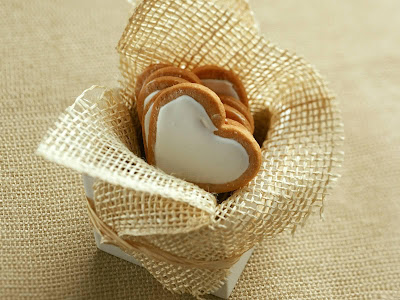 Romantic Love Biscuit Wallpaper