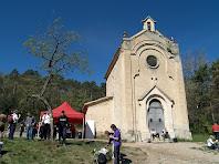 La façana de migdia amb la sagristia adossada a l'esquerra de l'ermita de Sant Roc