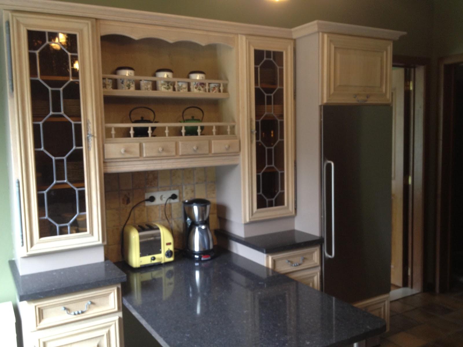 Zandstralen vernieuwen beitsen en vernissen van eiken keuken uit brussel sint pieters leeuw - Keuken glas werkplaats ...