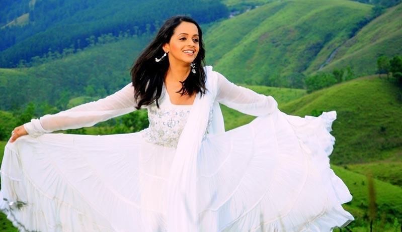 Bhavana Latest Gorgeous In Half Saree Photo Gallery Stills gallery pictures