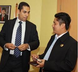 Penulis Buku Ayi Muzayini Berbincang Akrab dengan Diplomat Amerika Serikat