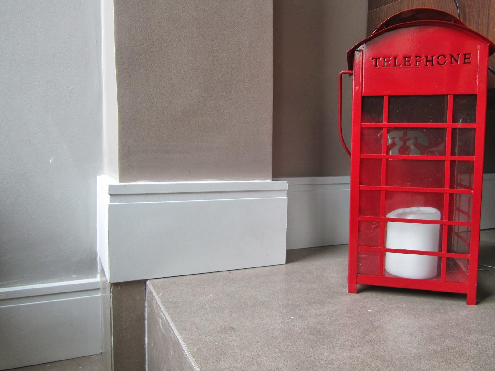 acabamento de interiores com rodapé branco