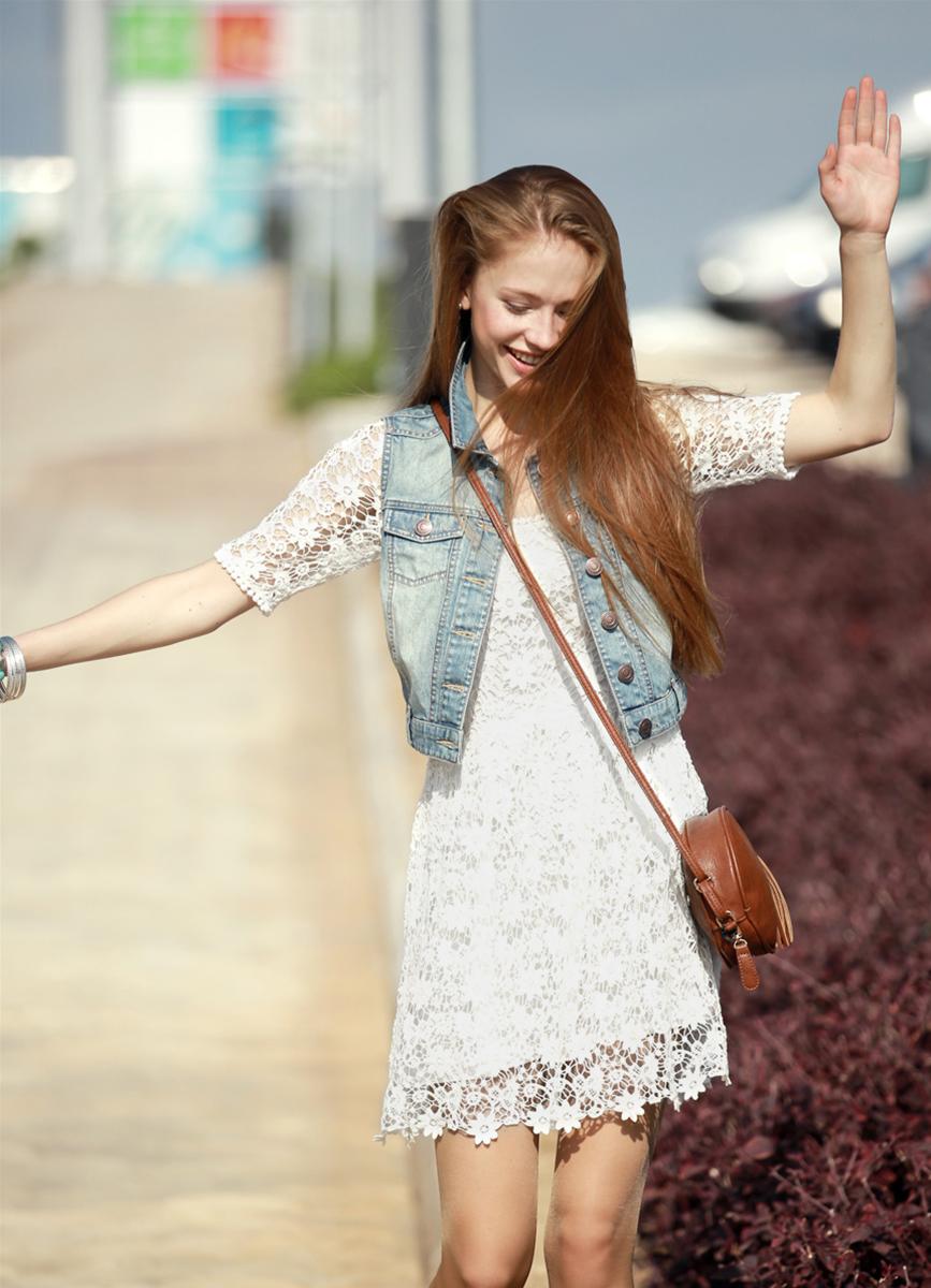 Платье и джинсовая жилетка